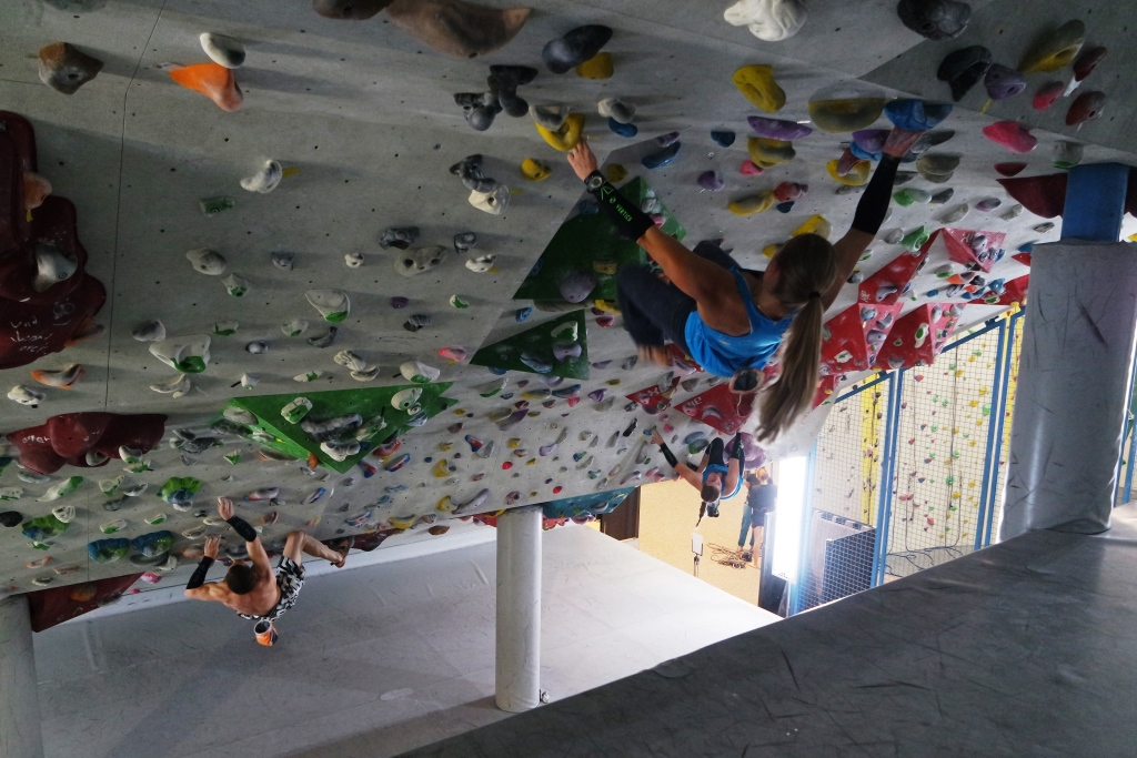 Long distance boulder Roof in Milandia